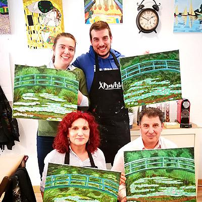 actividad ocio pintar cuadro con familia